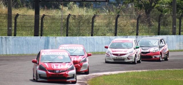 Sentul – Sirkuit Sentul kembali menggelar ajang kejuaraan Indonesian Sentul Series of Motorsport (ISSOM) seri kelima di 2014 ini. Minggu (14/09) kemarin, menjadi ajang pembuktian para pembalap untuk mengamankan perolehan […]