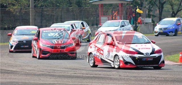 """Sirkuit Sentul – Minggu kemarin (07/07), Sirkuit Sentul kembali menggelar Kejuaraan Nasional Balap Mobil yang bertajuk """"Indonesia Sentul Series of Motorsport (ISSOM)"""". Ajang bergengsi balap mobil yang memasuki putaran kedua […]"""